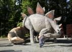 Allosaurus und Stegosaurus mit kleinem Besucher
